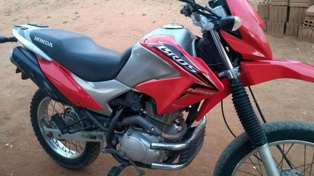 Moto é furtada na noite deste sábado (16) no forró dos velhos em São Bento PB