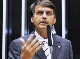 Bolsonaro veta R$ 600 para cabeleireiros, manicure, babás, garçons, diarista e outros